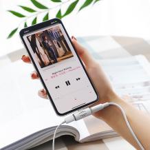 Adapter 2в1 BOROFONE BV6 / музика и зареждане за iPhone 7 / iPhone 8 / Music and Charging - бял